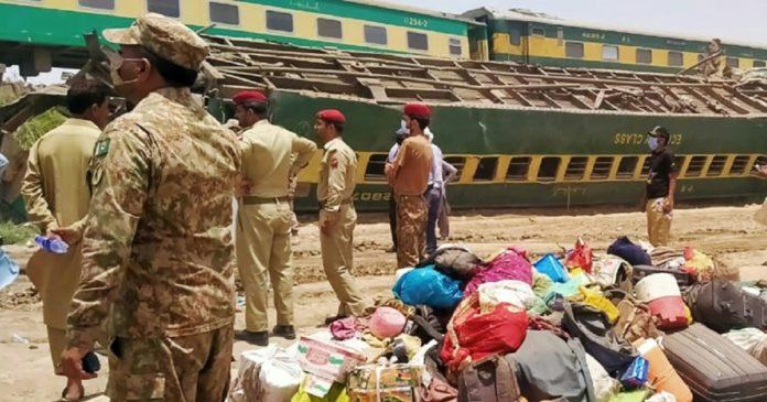 Accident de train au Pakistan: des dizaines de morts déjà recensés