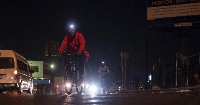 Afrique du Sud , le collectif « bandits à vélo » reprend les rues