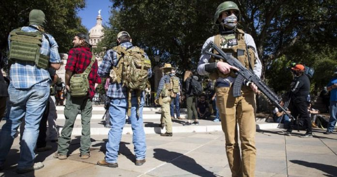 Etats-Unis , le Texas autorise le port d'arme à feu en public sans permis