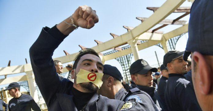 Les journalistes algériens arrêtés reparlent de leurs interrogatoires