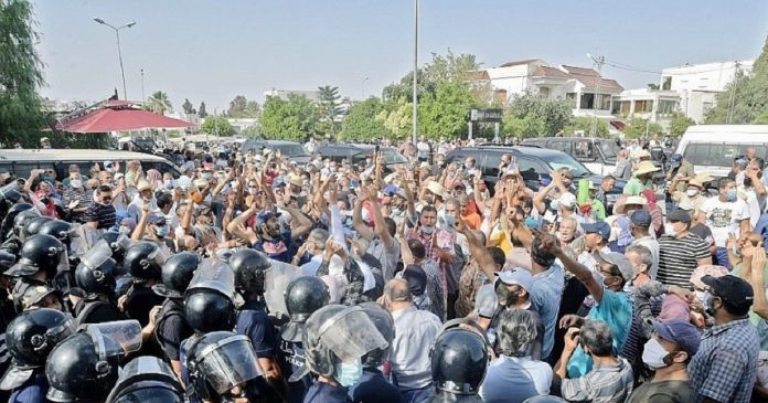 Crise politique en Tunisie , des inquiétudes face à la situation