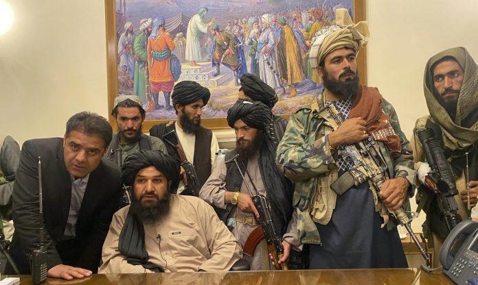 Prise de l'Afghanistan , le ballet des talibans sous les applaudissements des américains