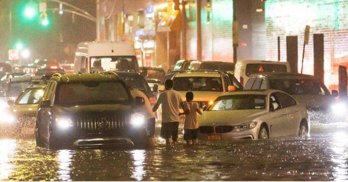 New York , la tempête Ida bat le record de pluie